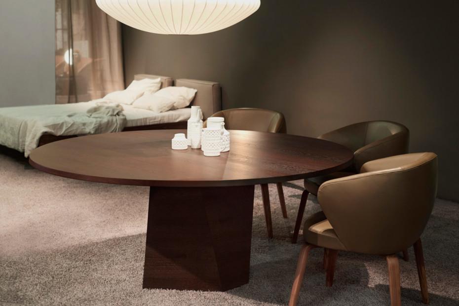 VARAN dining table