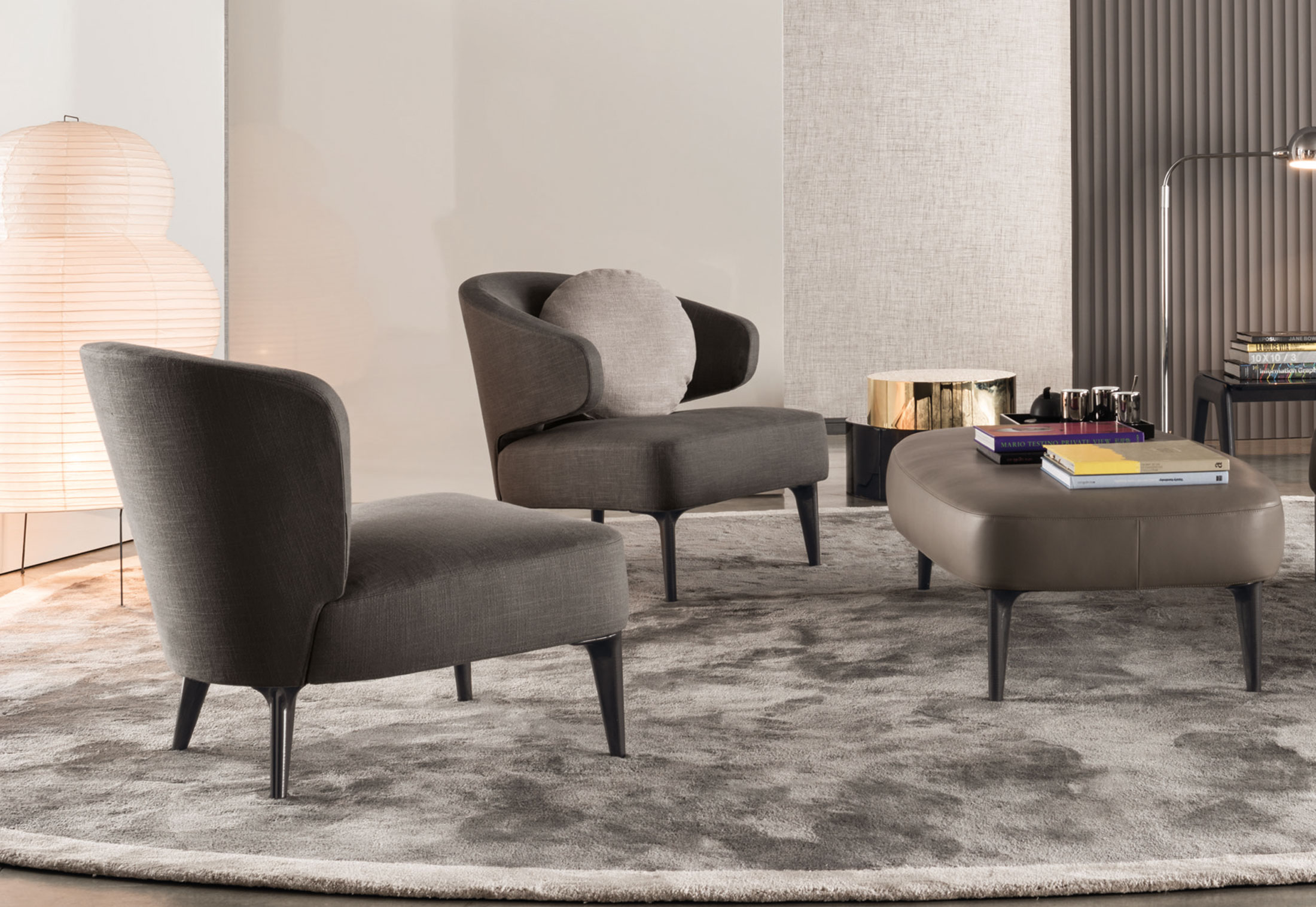 aston armchair with arms by minotti stylepark. Black Bedroom Furniture Sets. Home Design Ideas