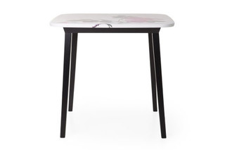 5 o´clock kitchen table  by  Moooi