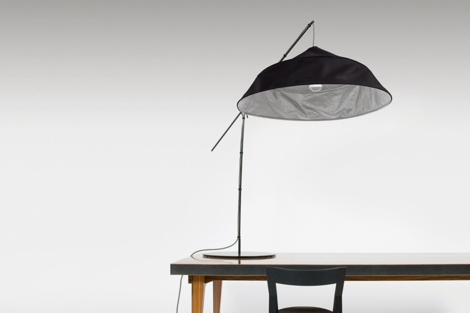 Fold up table lamp