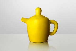 Bulky tea pot  by  Muuto
