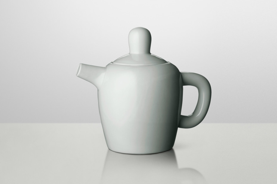 Bulky tea pot