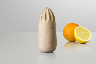 Turn Around juicer  by  Muuto