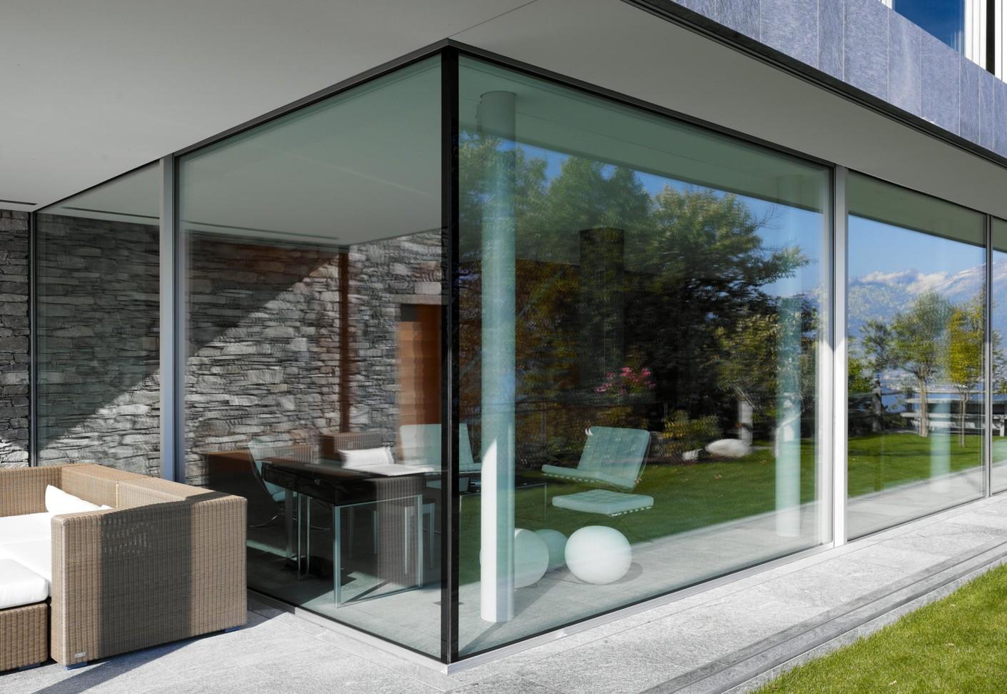 fenster fassadensystem haus im tessin von air lux stylepark. Black Bedroom Furniture Sets. Home Design Ideas