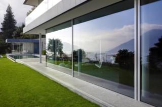 Fenster-Fassadensystem, Haus im Tessin  von  air-lux