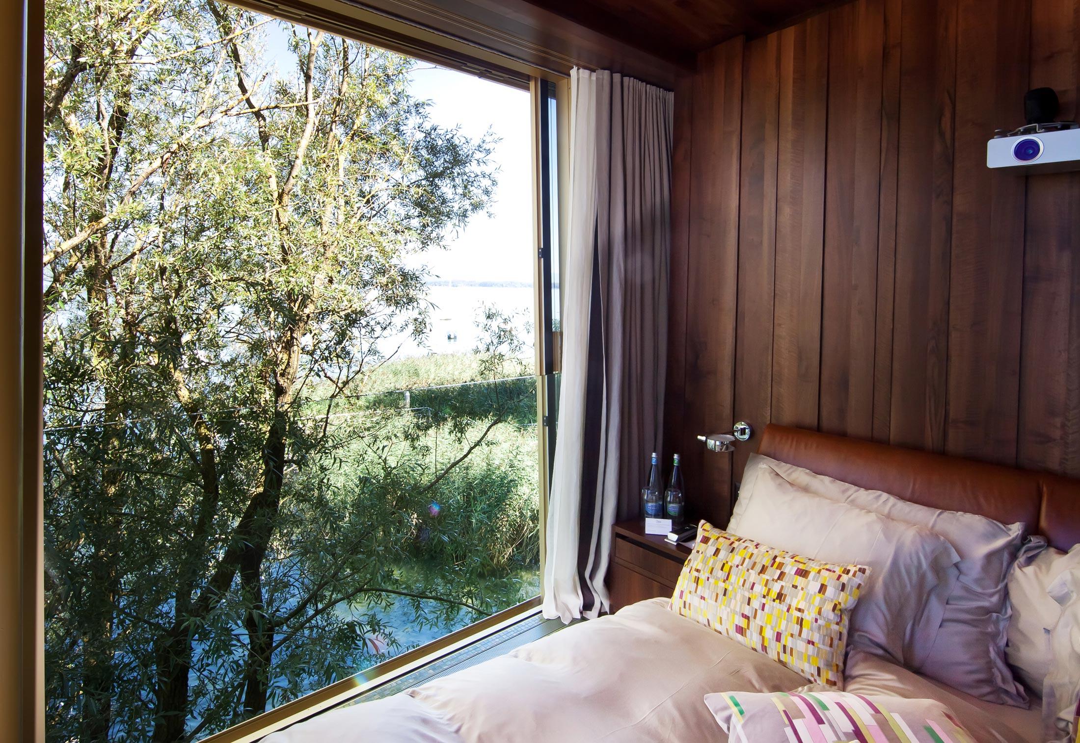 fenster fassadensystem baumhotel von air lux stylepark. Black Bedroom Furniture Sets. Home Design Ideas
