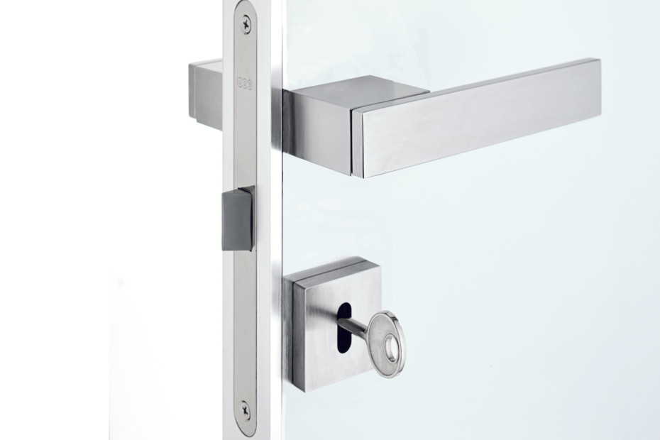 Quadra swing door