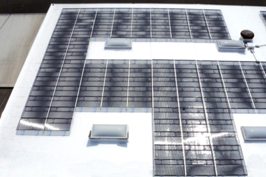 SOLYNDRA® Solar mit EVALON® Dachbahnen