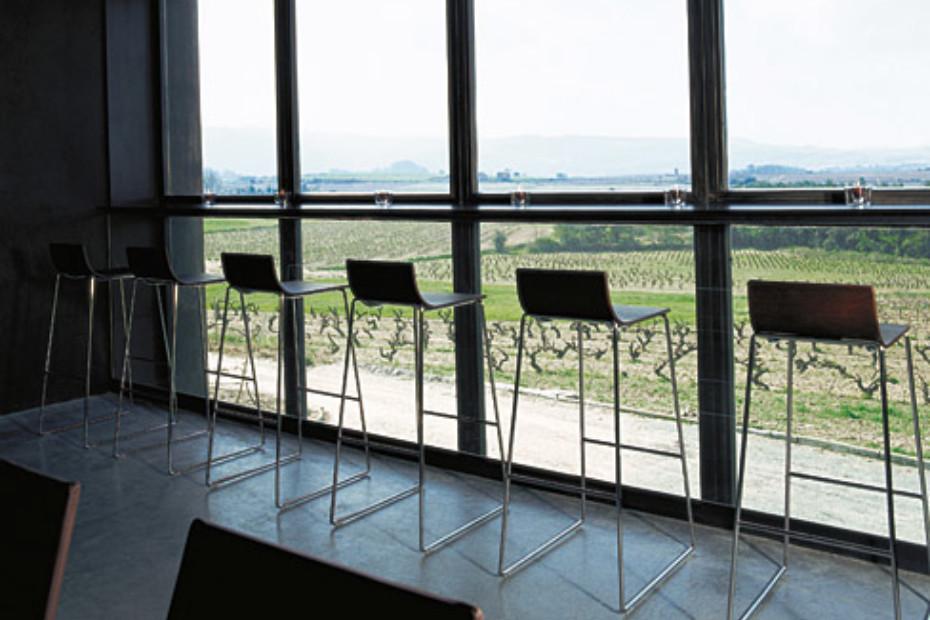 Lineal bar stool