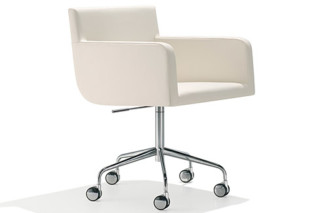 Lineal Comfort swivel armchair with castors  by  Andreu World