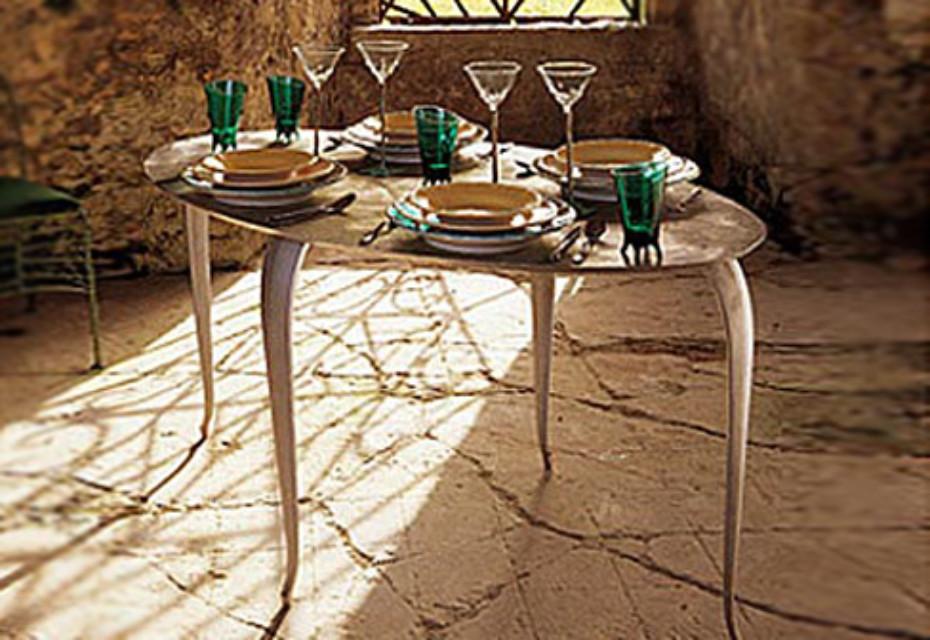 Pieta table