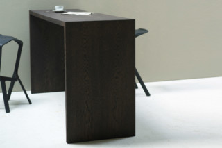 Encore table  by  Arco