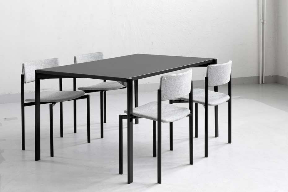 Kiki dining table