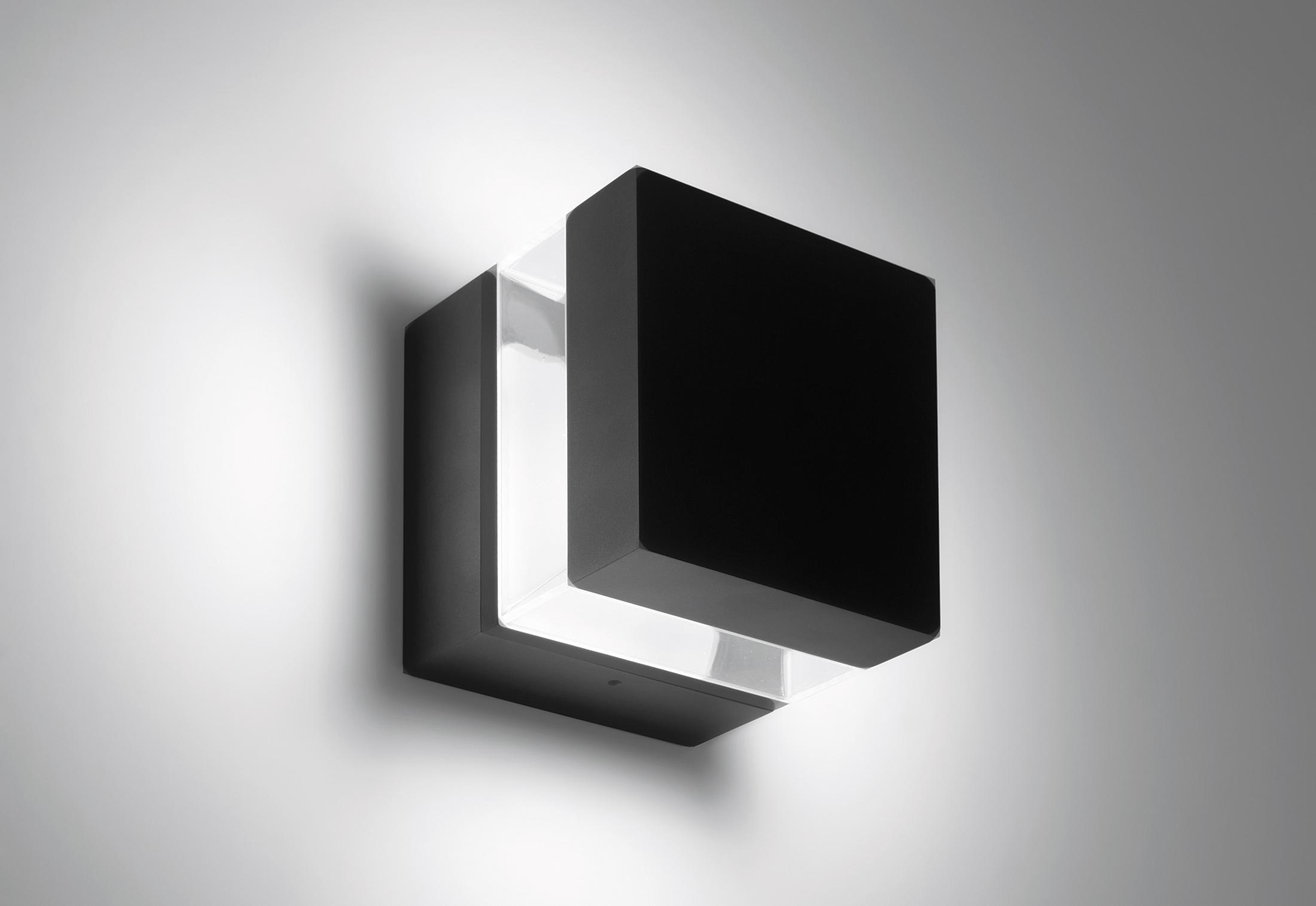 Tetragono wall lamp by Artemide Outdoor | STYLEPARK