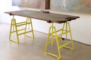 Lackaffe - Tischbock  von  Atelier Haussmann