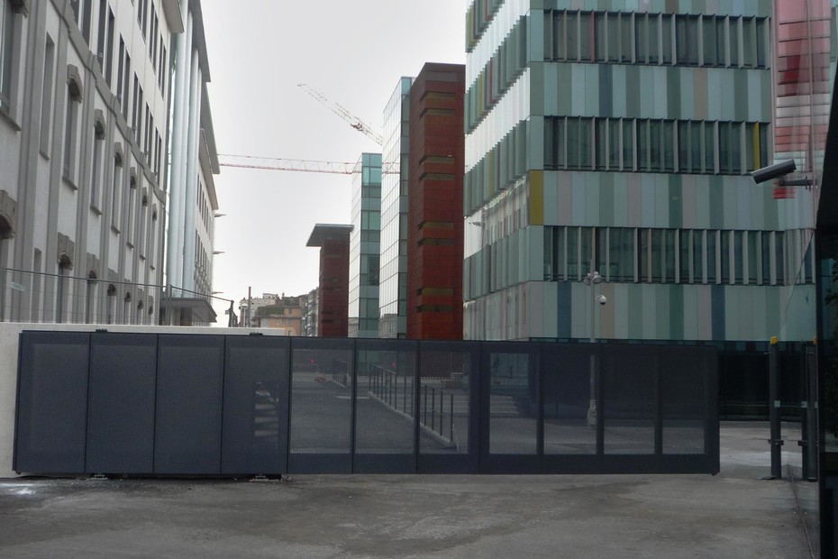 Cantilever Sliding Gate, Maciachini Centre, Milano