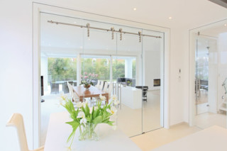 All-glas sliding door  by  Bartels
