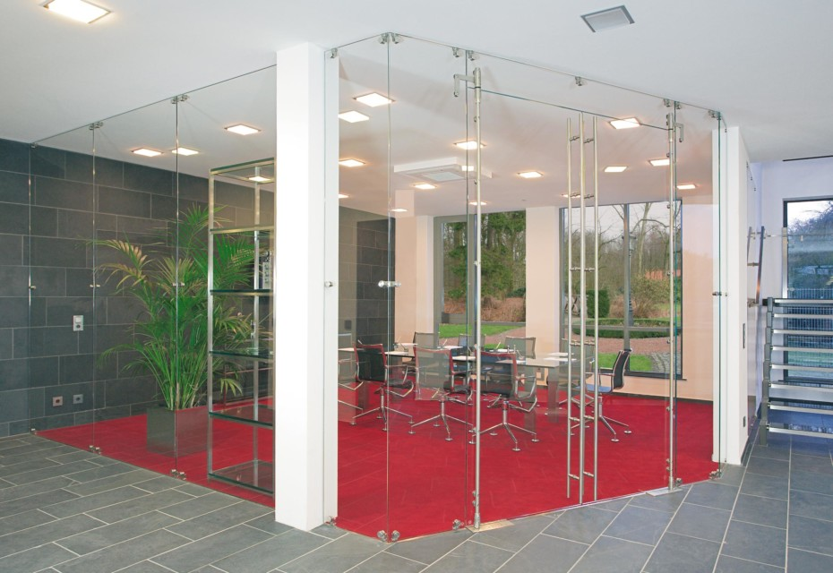 Glass door with MWE system Aura