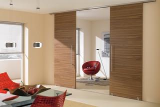 Holzschiebetür mit MWE Beschlag Terra H  von  Bartels