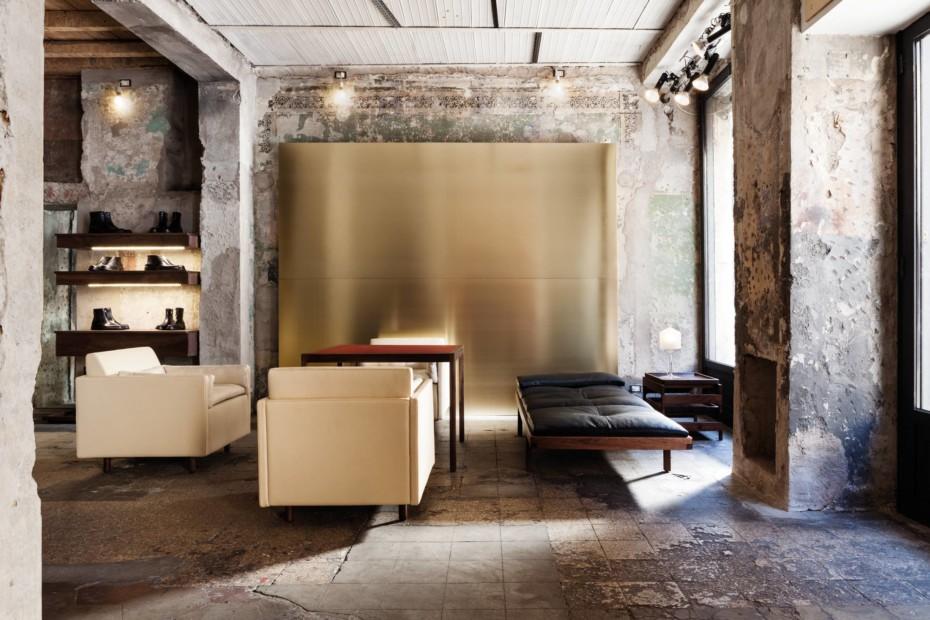 CB-563 Salon Sofa