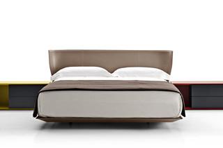 ALYS bed  by  B&B Italia