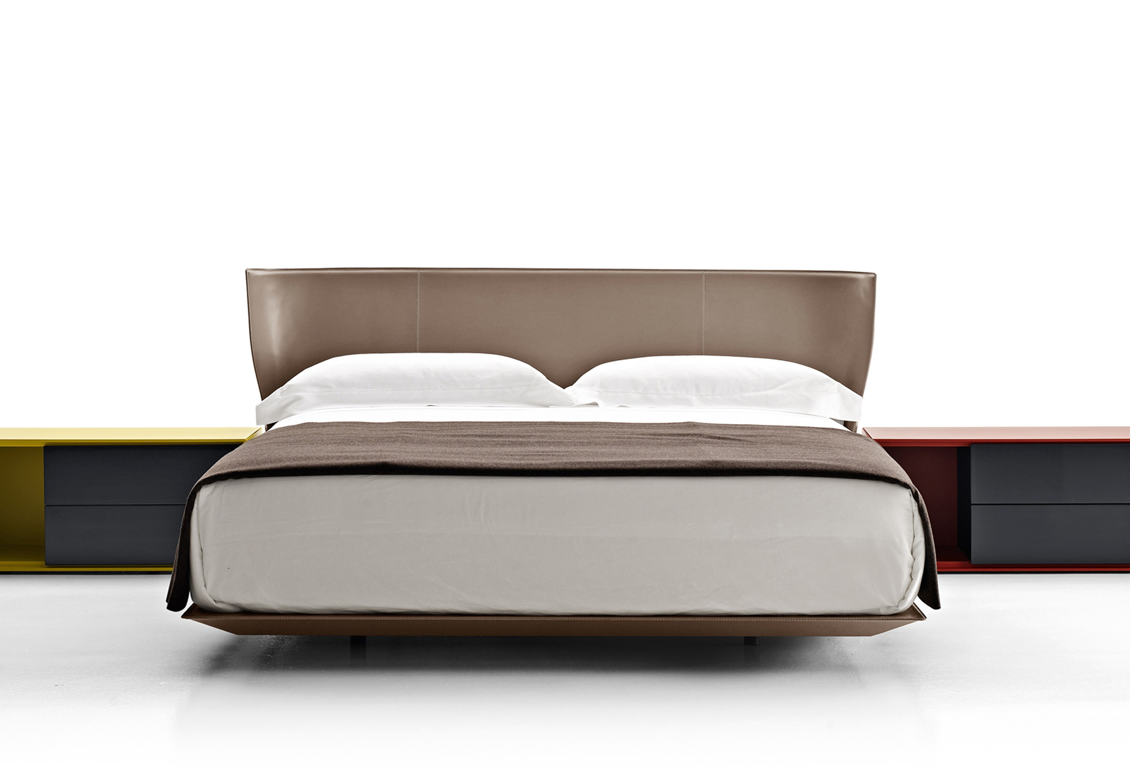 Alys bed by b b italia stylepark for B and b italia beds