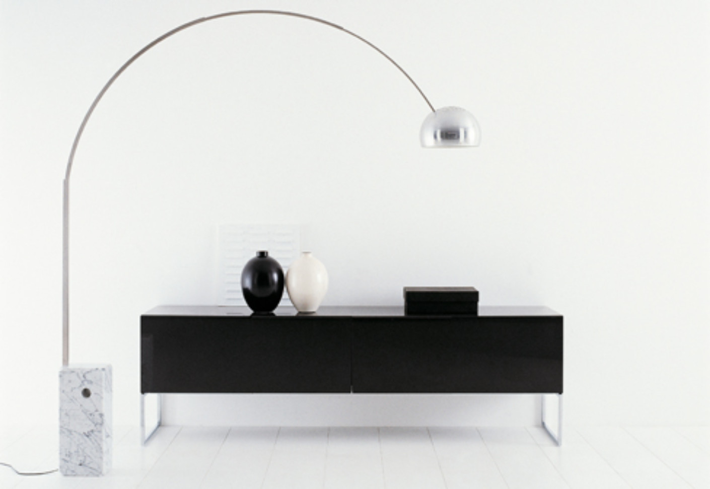 athos sideboard by b b italia stylepark. Black Bedroom Furniture Sets. Home Design Ideas