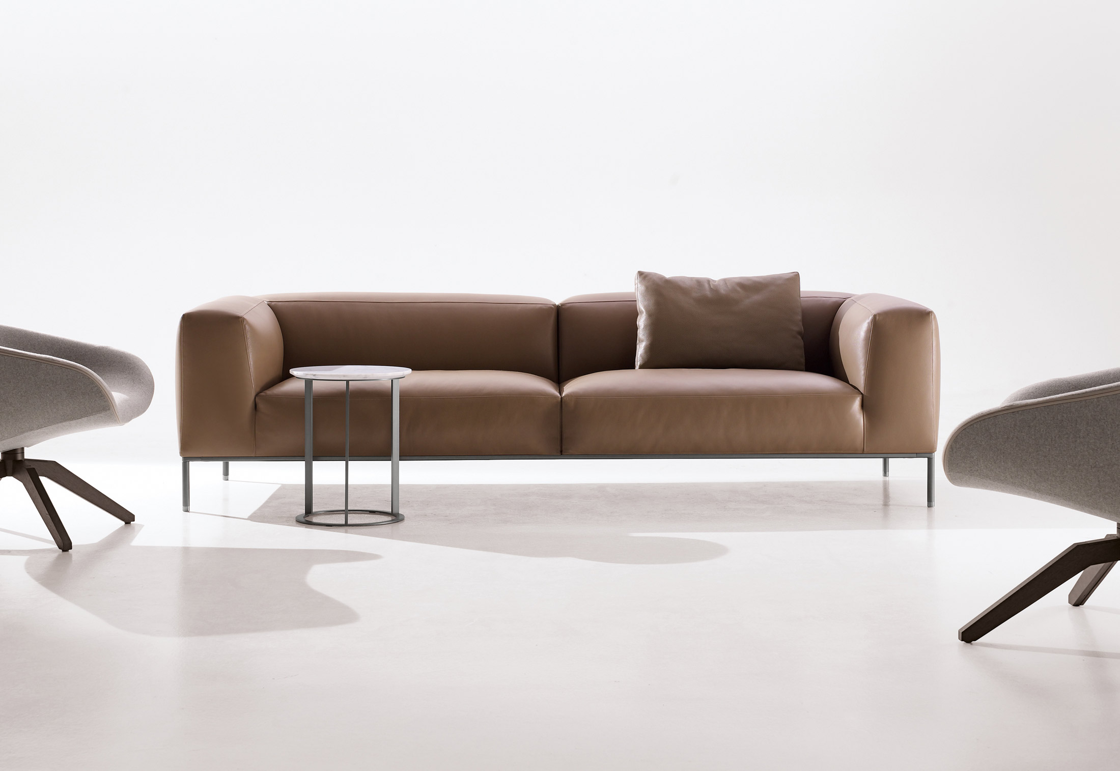 frank sofa von b b italia stylepark. Black Bedroom Furniture Sets. Home Design Ideas