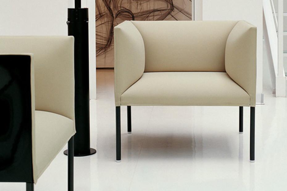 HOLLOW Armchair