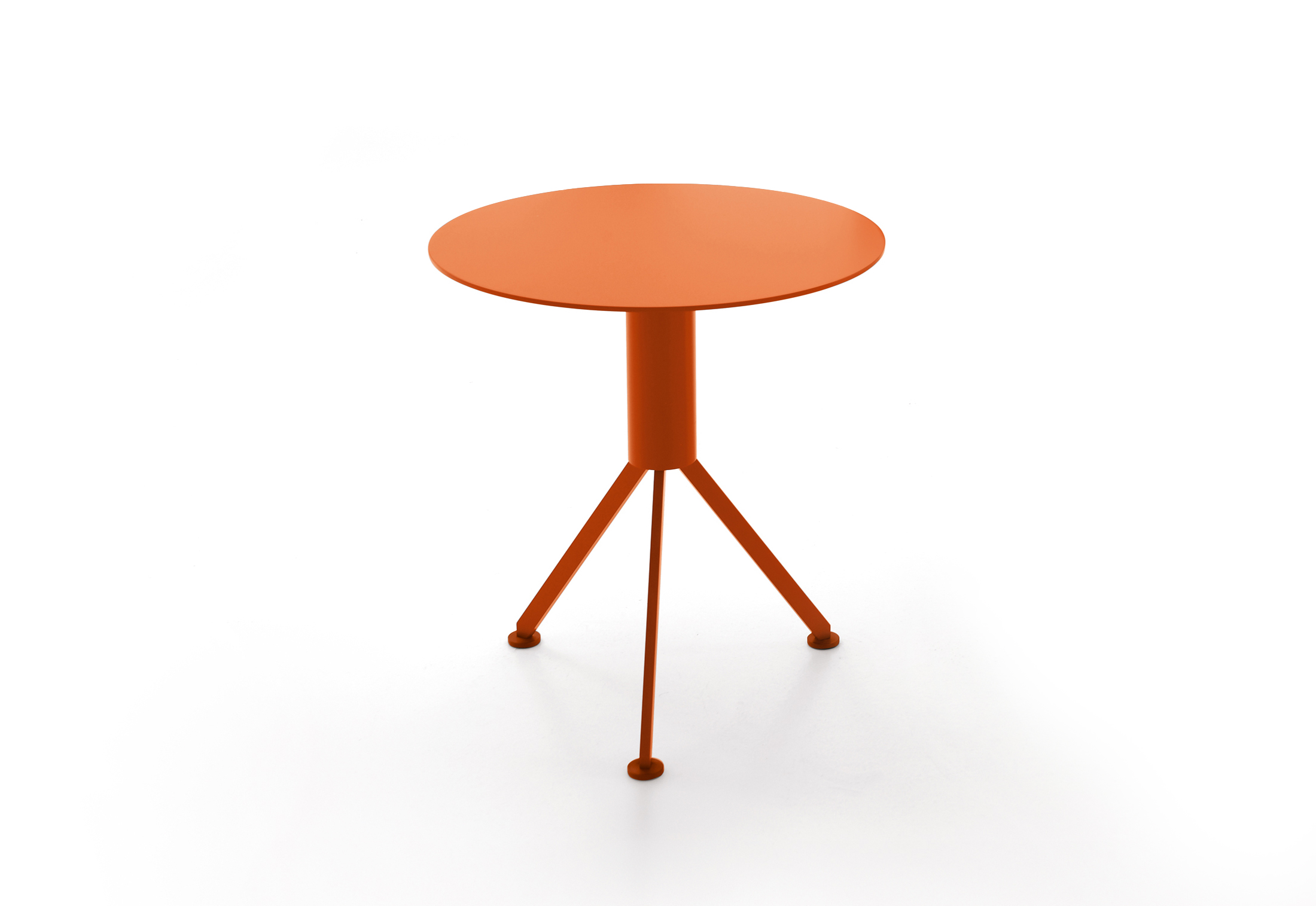 Husk outdoor side table by b b italia stylepark for Orange outdoor side table