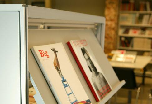 zeitschriftenst nder von bd barcelona design stylepark. Black Bedroom Furniture Sets. Home Design Ideas