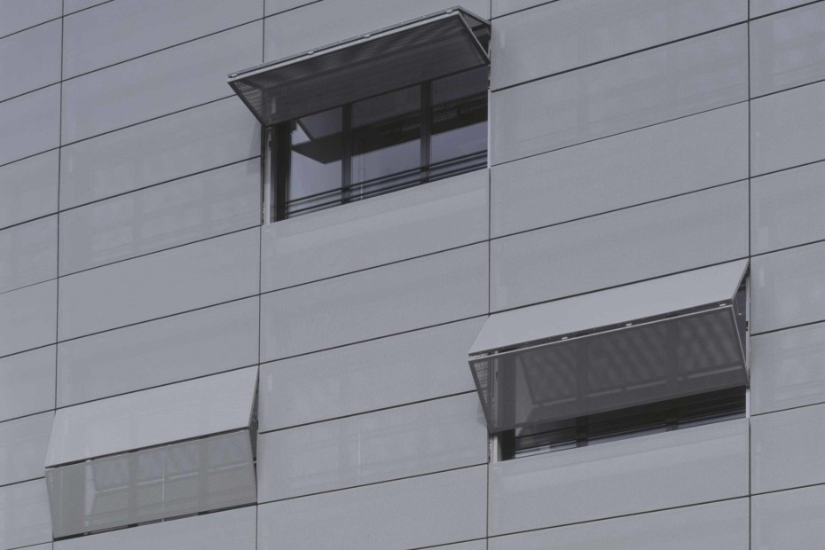 Belu Tec, horizontal folding shutters, medical centre Cologne