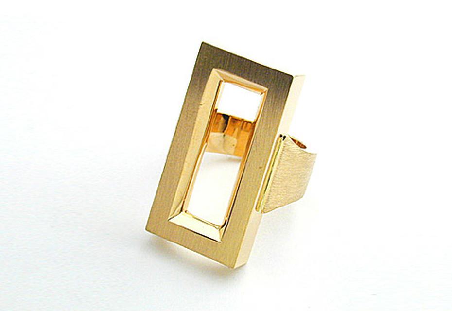 Frame ring lady