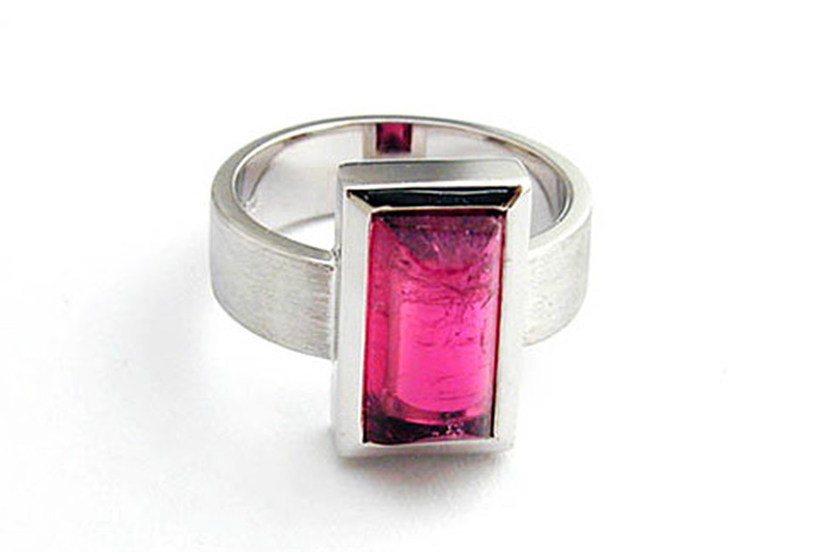 Frame ring with stone