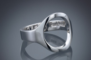 Leeloo ring  by  Biegel