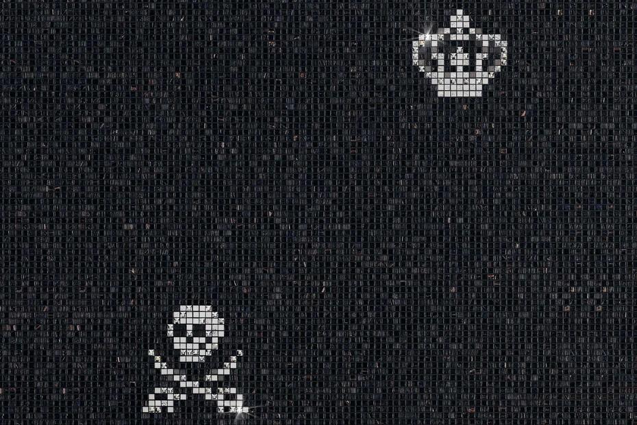Skulls & Crowns Black