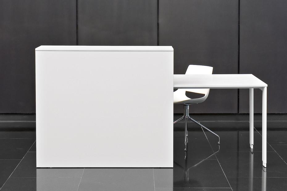 B07 reception desk