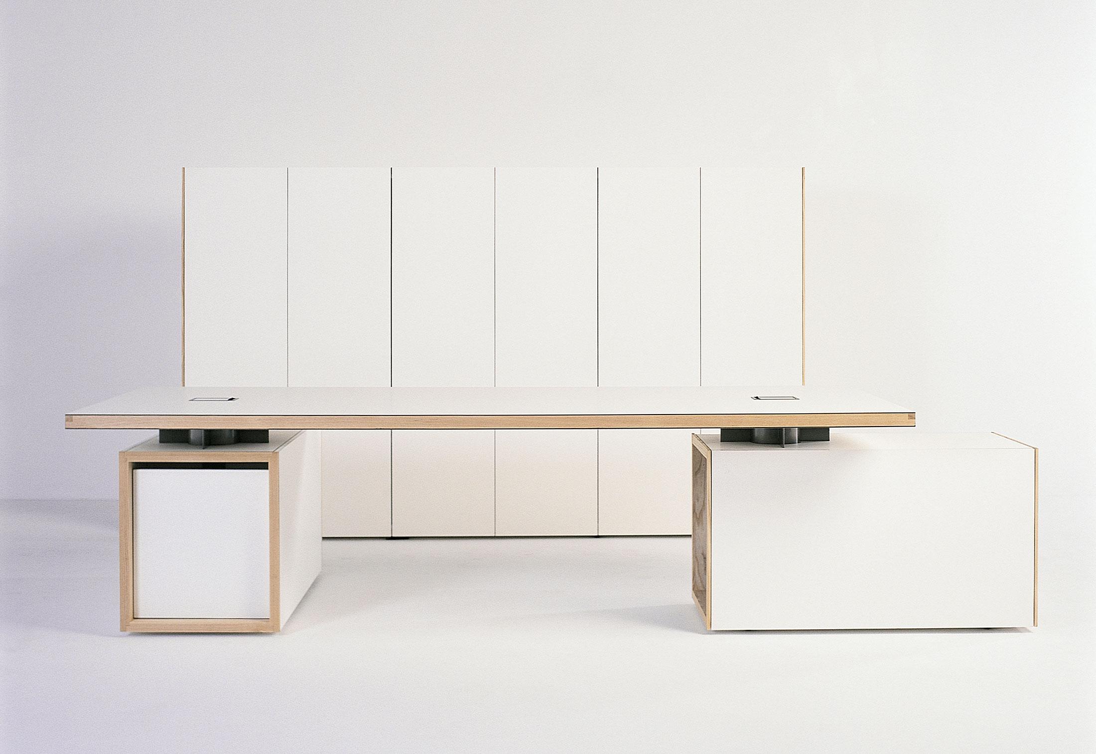 normal schreibtisch von bulo stylepark. Black Bedroom Furniture Sets. Home Design Ideas