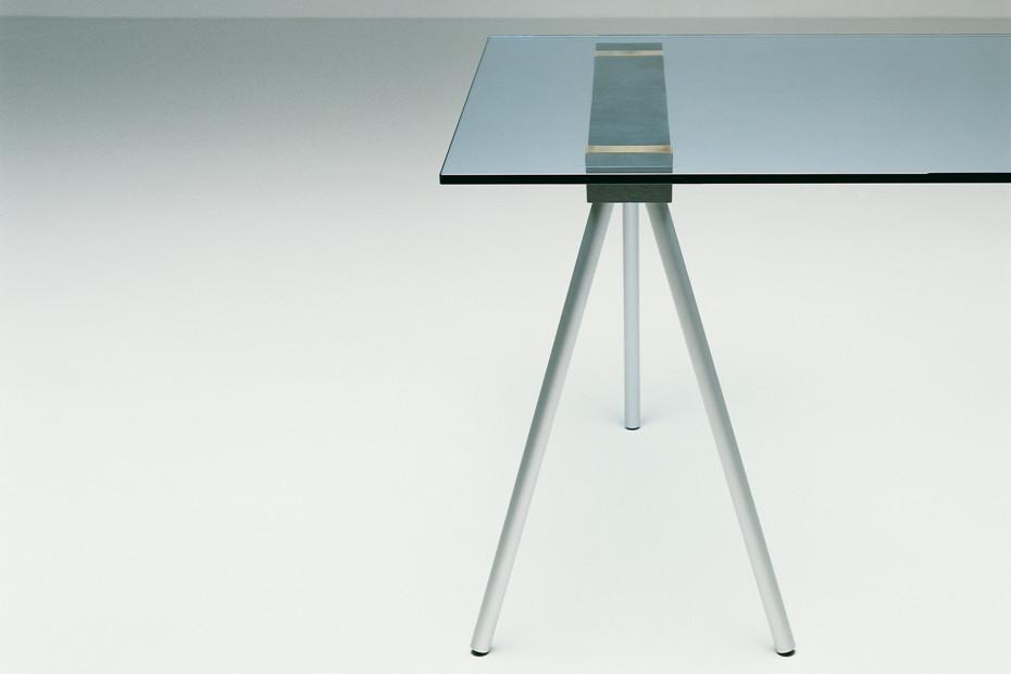 Schraag Table