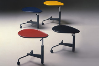 Kick  by  Cassina