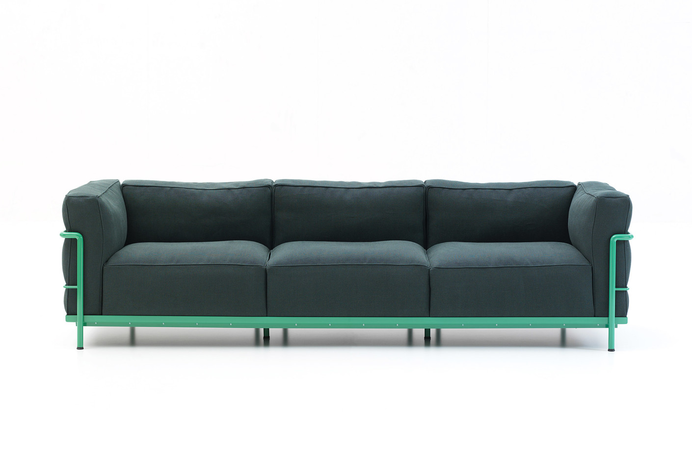 Lc2 sofa by cassina stylepark for Le corbusier sofa nachbau