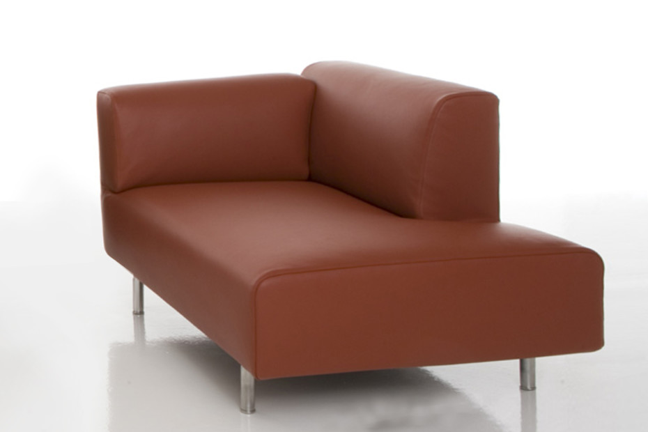 Met chaise longues