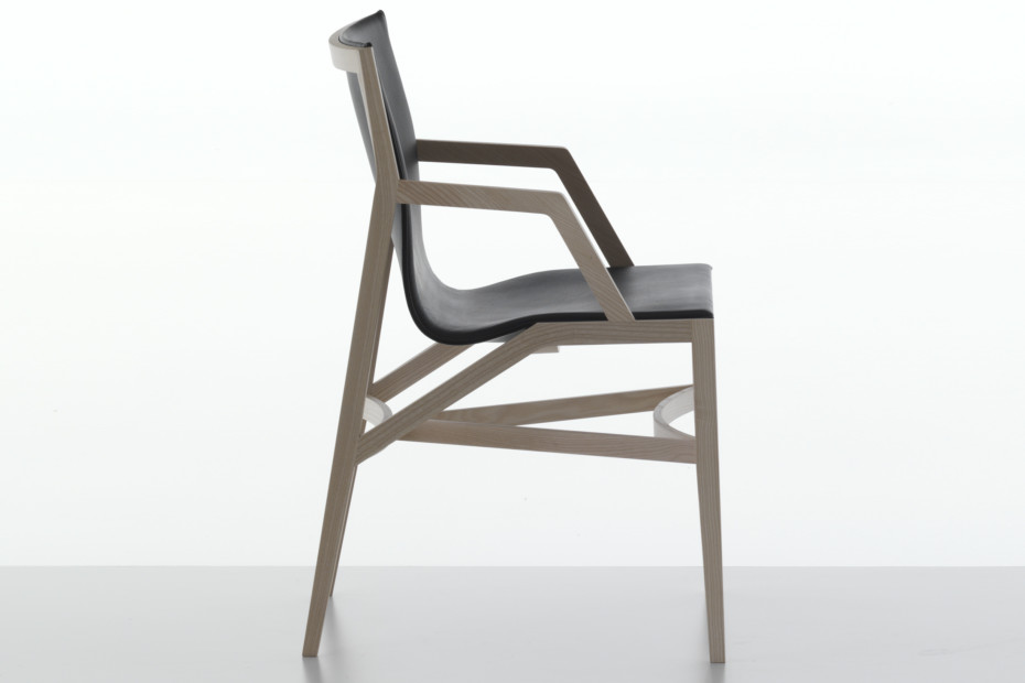 Pilotta Chair with armrests