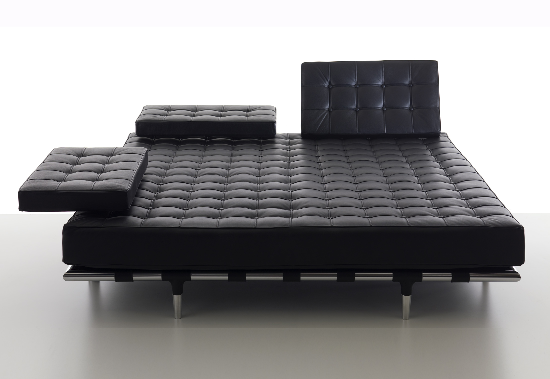 Priv chaise longue big by cassina stylepark for Chaise longue manufacturers