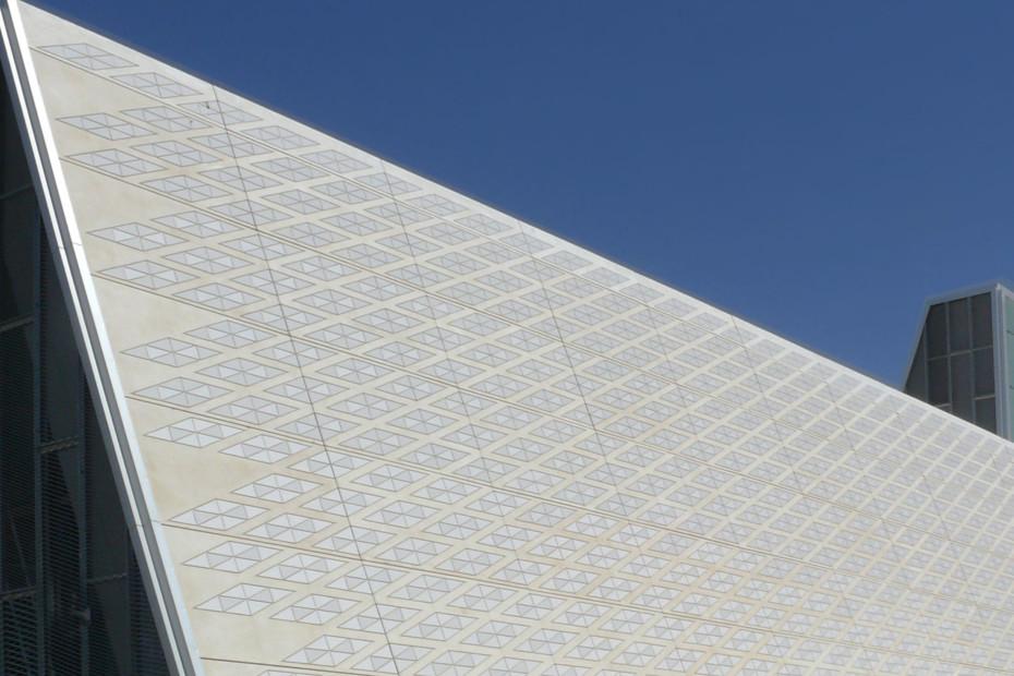 Fassadenbekleidung, Congress Palice in Zaragoza, Spanien