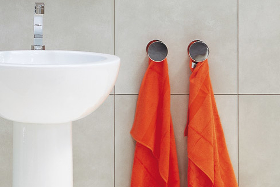 Hoop towel hook