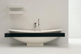 IO bath-tub  by  Ceramica Flaminia