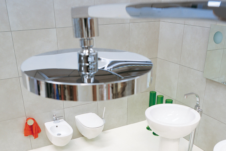 One shower mixer free-standing