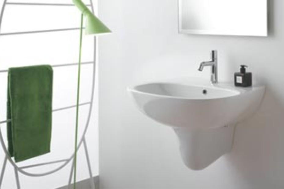 Affetto high floor mounted metal towel rail
