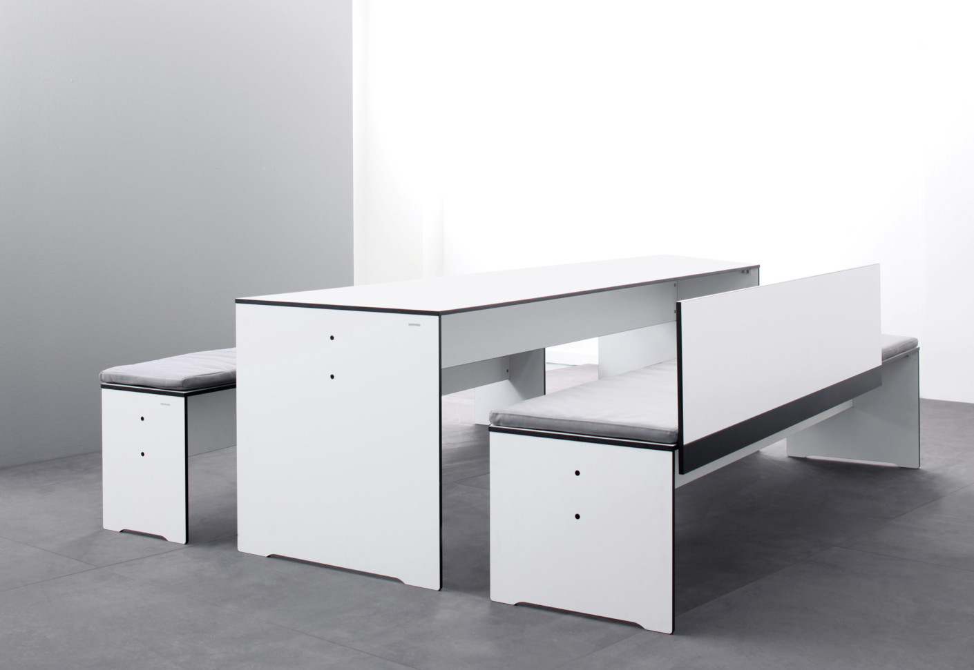 riva bank mit r ckenlehne von conmoto stylepark. Black Bedroom Furniture Sets. Home Design Ideas